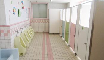 園内トイレ